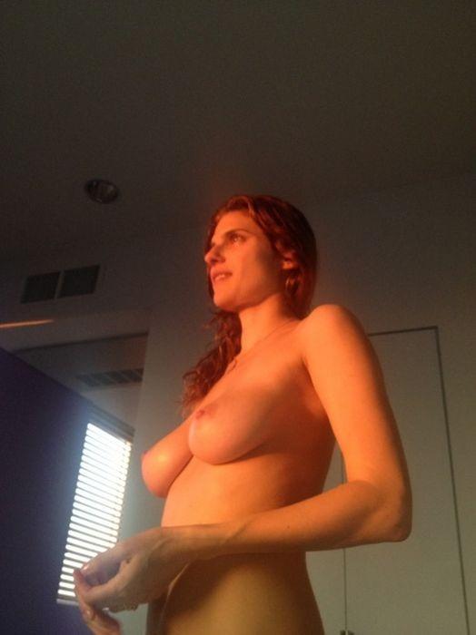 Откровенные частные снимки Лэйк Белл c iCloud (22 фото)