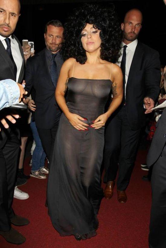 Леди Гага шокировала бельгийцев, надев прозрачное платье (10 фото)