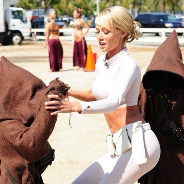 Очаровательная Сара Джин Андервуд примерила костюмы для косплея (66 фото)