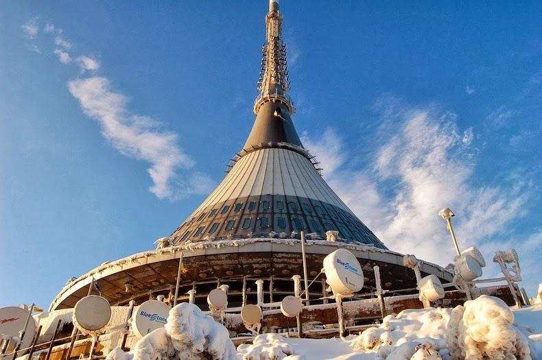Необычная телевизионная башня Йештед (8 фото)