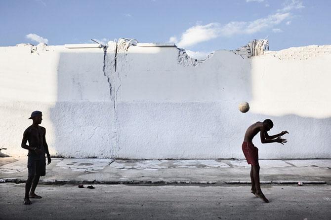 Сильные снимки лучших фотожурналистов (19 фото)