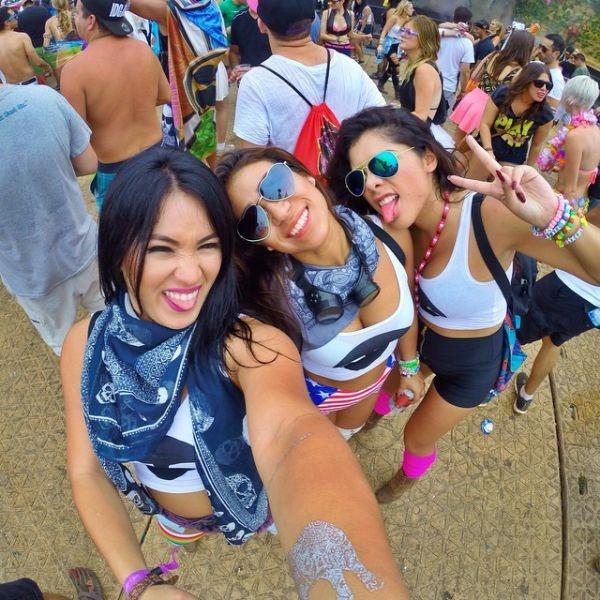 """Девушки на фестивале """"Tomorrowland 2014"""" (38 фото)"""