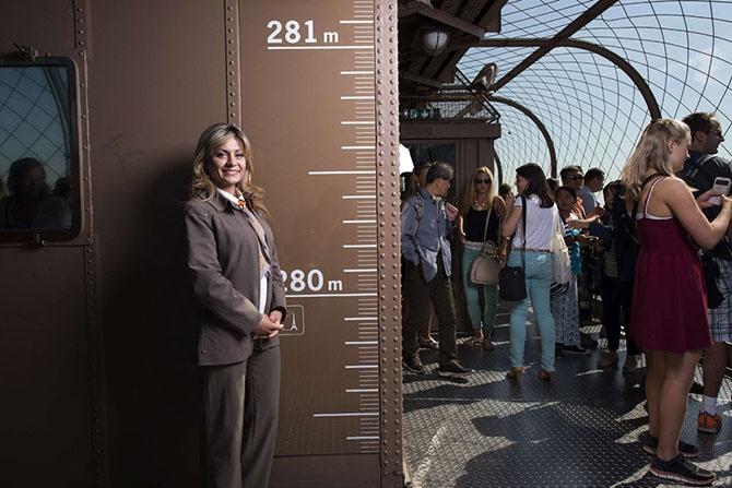 Как выглядит новый стеклянный пол Эйфелевой башни (16 фото)