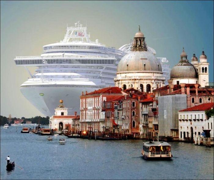 Впечатляющий контраст в Венеции: огромный круизный лайнер (6 фото)