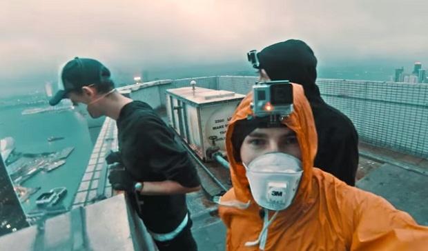 Руферы хакнули рекламную вывеску в Гонконге (1 фото + 1 видео)