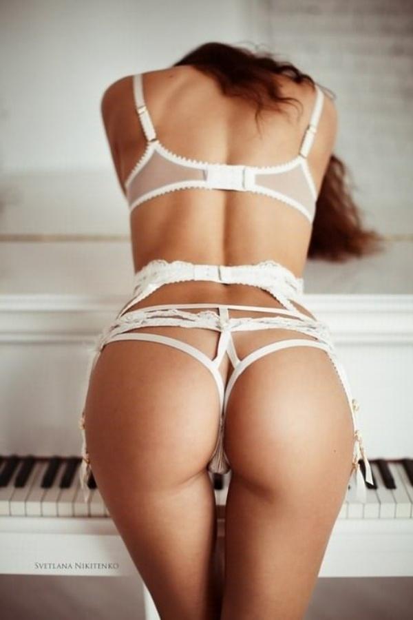 Откровенные девушки в нижнем белье (22 фото + 2 гифки)