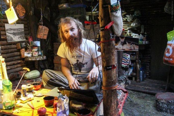История отшельника Юрия, который живет в землянке на Ярославском шоссе (18 фото)