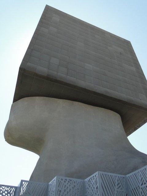 Что находится в этом здании? (10 фото)