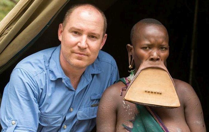 Эфиопия: найдена девушка с самым большим в мире диском в губе (9 фото)