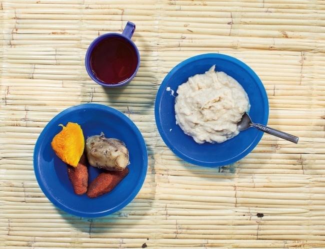 Что едят на завтрак дети со всего мира (22 фото)