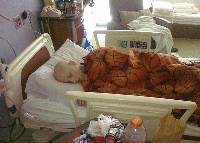 Америка: подросток излечился от рака и занялся бодибилдингом (12 фото)
