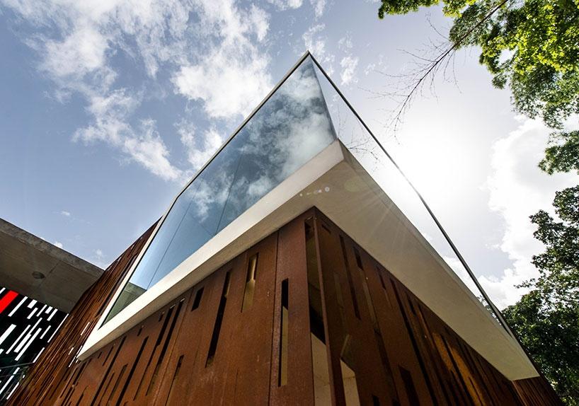 Как преобразить заброшенное здание? (14 фото)
