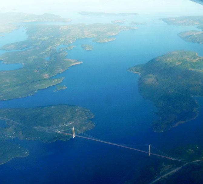 10 самых длинных висячих мостов в мире (10 фото)