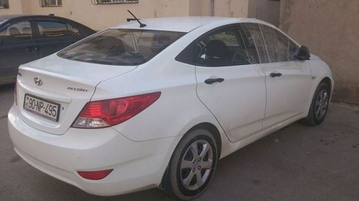 Автомобилист из Азербайджана не понял участливых соседских действий (3 фото)