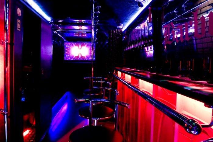 Санкт-Петербург: «Икарус» превратили в бар на колесах BarBus MAXI (23 фото)