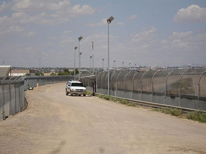 Фотографии мрачных пограничных стен, разделяющих мир (25 фото)