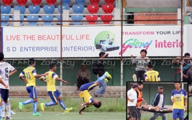 Индийский футболист сломал позвоночник празднуя гол (1 фото + 1 видео)