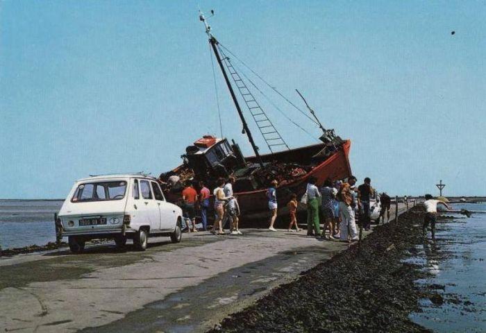 Франция: дорога жизни, проложенная по дну залива (17 фото)