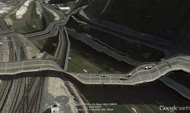 Подборка фотографий из Google Earth, противоречащие здравому смыслу (32 фото)