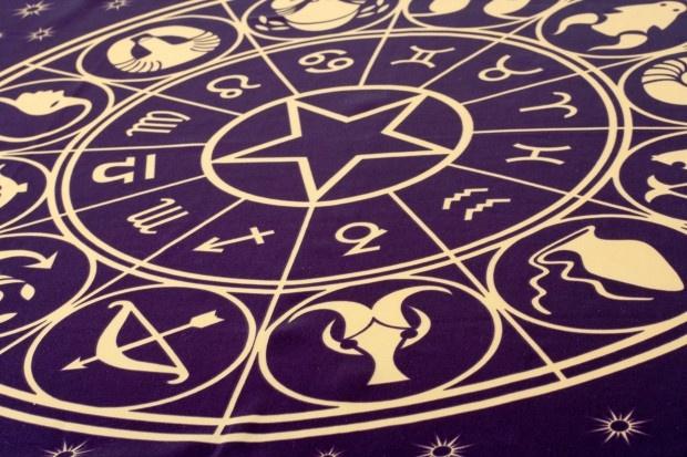 10 самых неожиданных областей применения астрологии (12 фото)