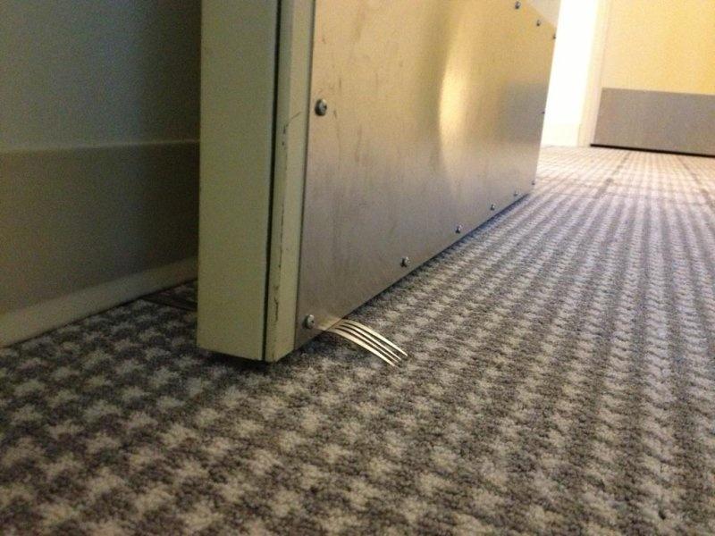 Бесплатная дверная пружина из вилки (4 фото)