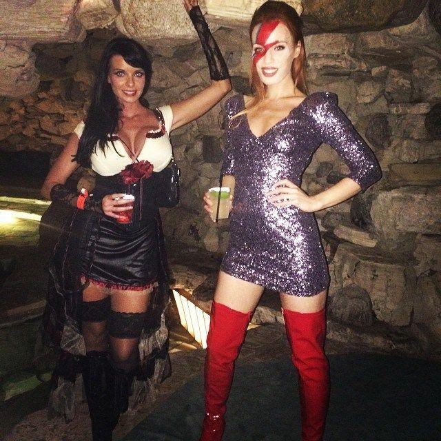 Хэллоуин-вечеринка в поместье Playboy (26 фото)