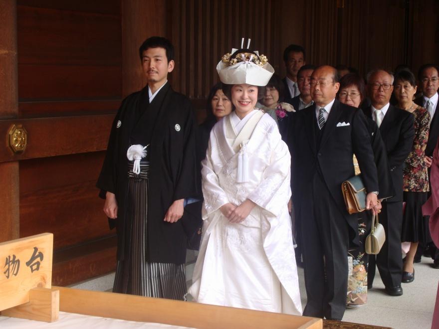 Свадебные обычаи в Японии (3 фото + 2 видео)