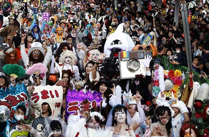 Как отпраздновали Хэллоуин в разных странах мира (50 фото)
