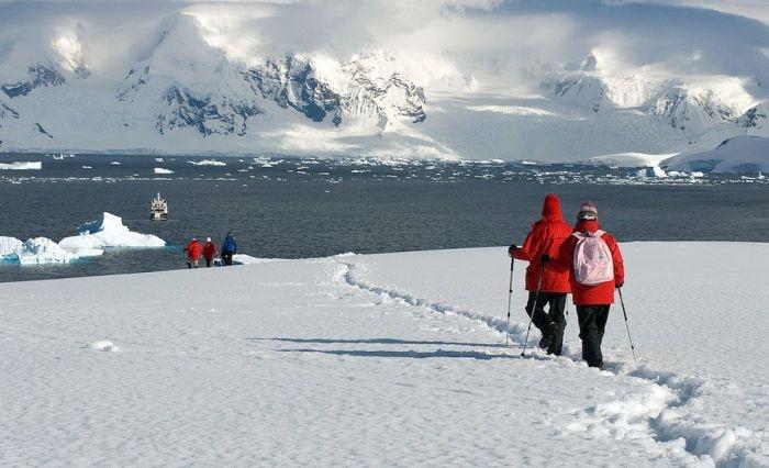 Круиз для состоятельных любителей путешествий по побережью Антарктиды (11 фото)
