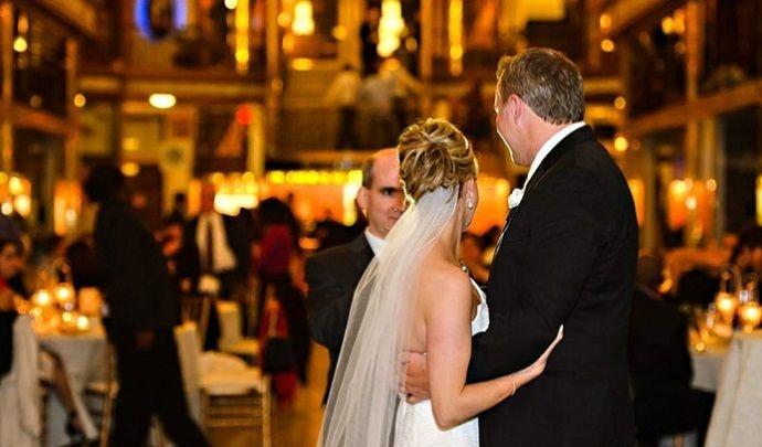 За что свадебные фотографы ненавидят гостей (7 фото)