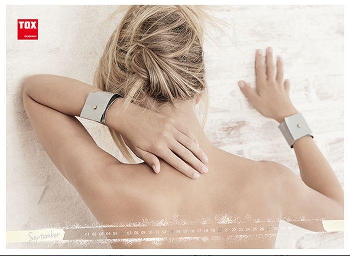 Германия: эротический календарь производственной компании Tox (13 фото)