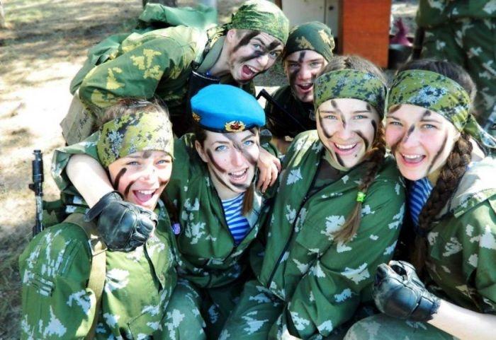 Девушки в рядах ВДВ (33 фото)