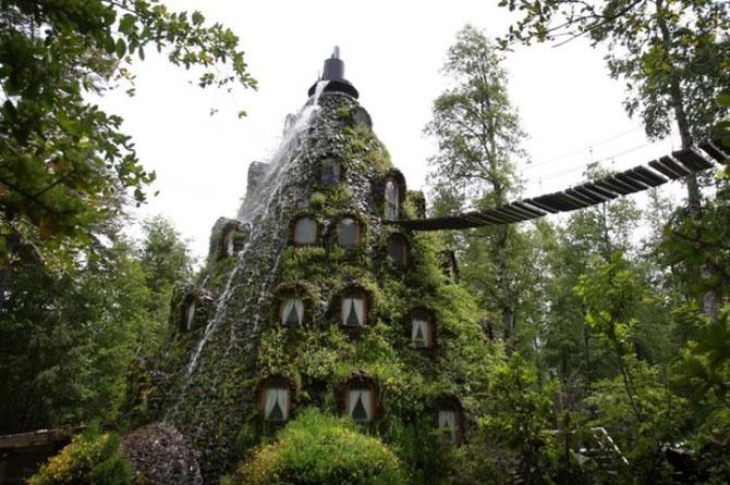 Самые необычные жилища со всего света (16 фото)