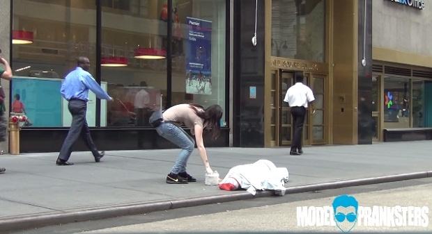 Отношение людей к женскому и мужскому воровству (1 фото + 1 видео)