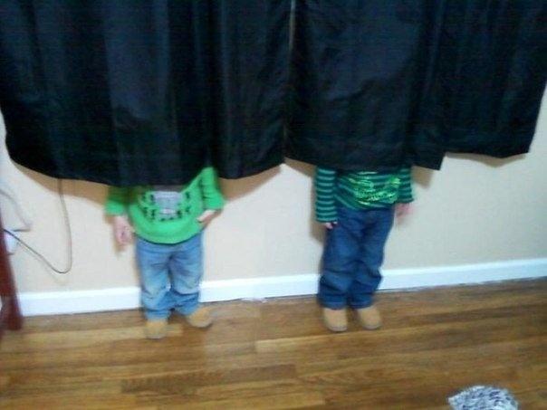 Дети играют в прятки (10 фото)