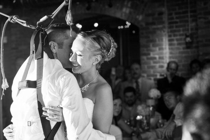 Свадебный танец частично парализованного жениха (8 фото + 1 видео)