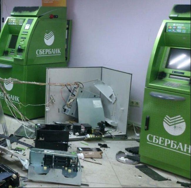 В центре Томска был взорван банкомат (4 фото)
