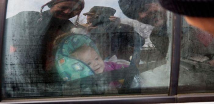 Санкт-Петербург: эвакуаторщики увезли авто с 4-месячным ребенком (2 фото)