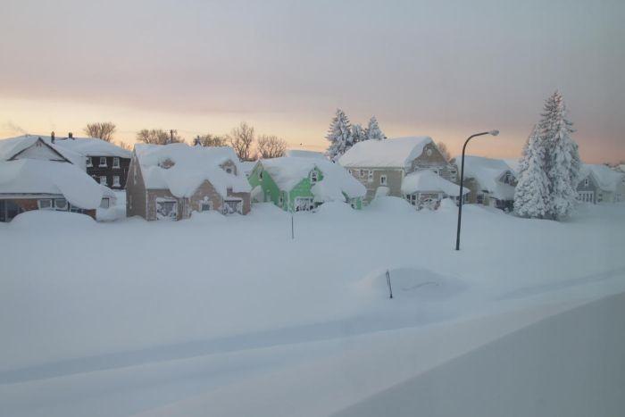 Из-за сильнейшего снегопада на северо-востоке США погибло 8 человек (50 фото)