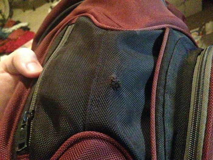 США: рюкзак с книгами сохранил жизнь студенту (11 фото)