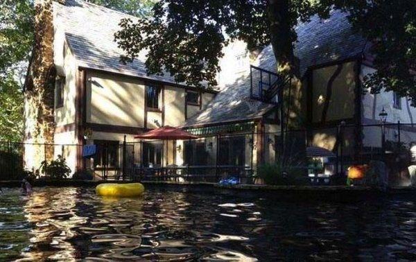 Дом дона Корлеоне выставлен на продажу (18 фото)