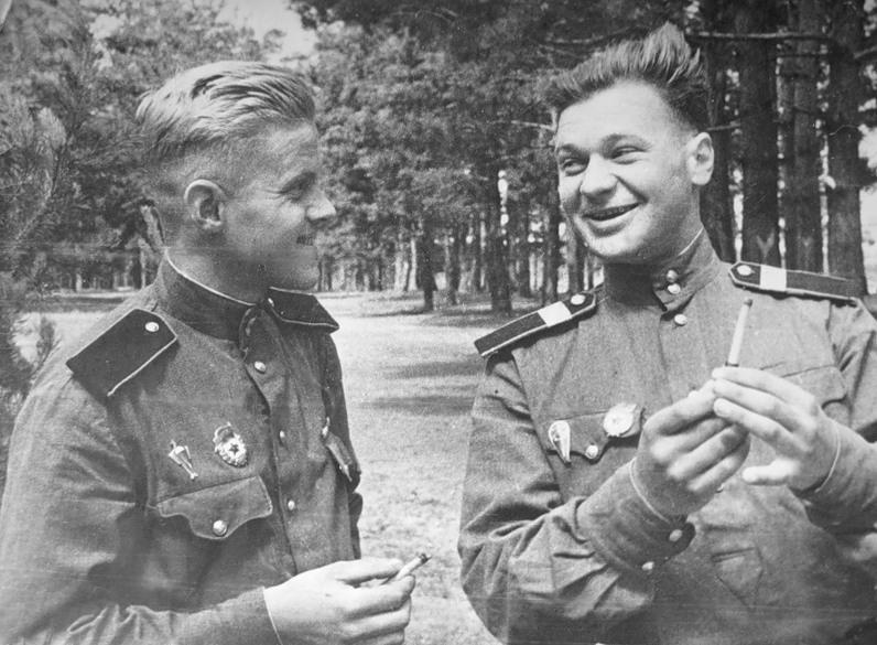 7 признаков, присущих советским людям (6 фото + 2 видео)