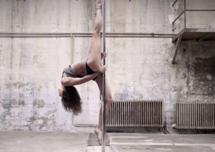 Потрясающий танец (1 фото + 1 видео)