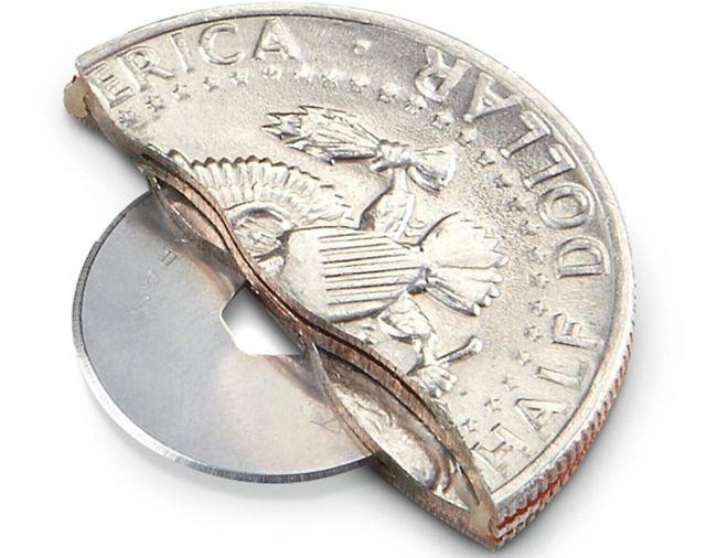 Как выглядит «орудие труда» вора-карманника (4 фото)