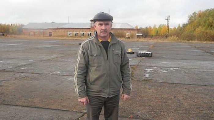 Начальник заброшенного аэродрома спас 81 пассажира самолета (2 фото)