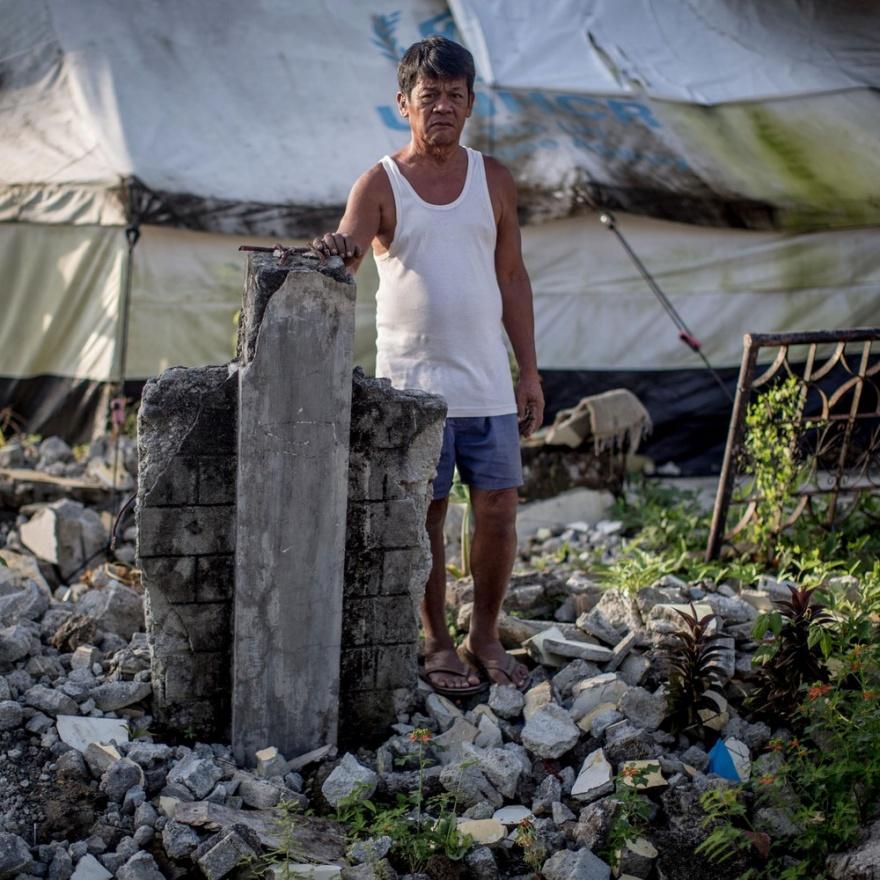 Год спустя после урагана Хайян на Филиппинах (11 фото)