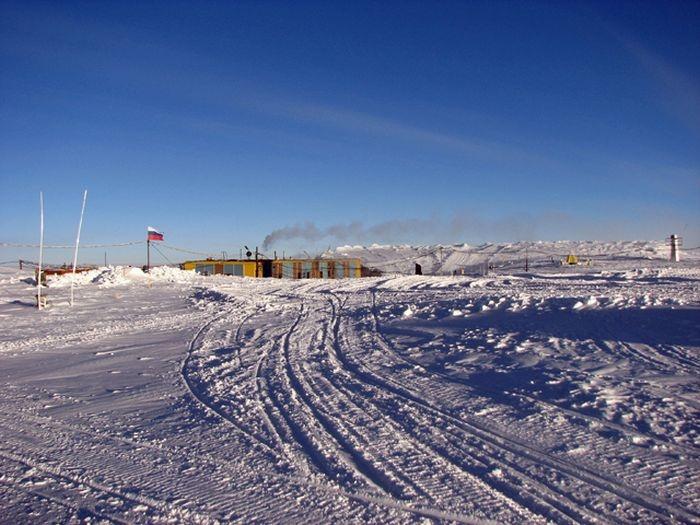 Обычный будний день русского полярника на антарктический станции Восток (39 фото)