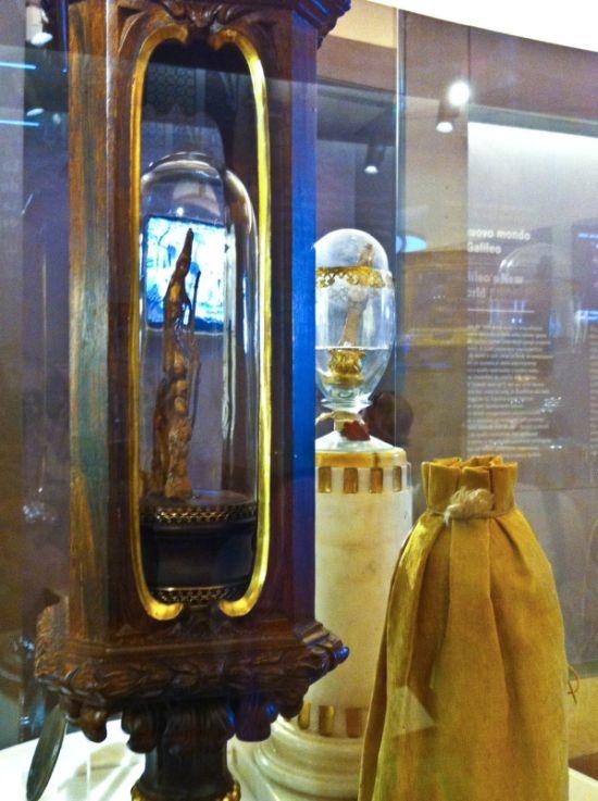 Италия: средний палец Галилео Галилея в музее Флоренции (6 фото)