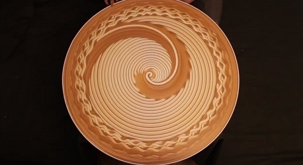 Магия гончарного круга (1 фото + 1 видео)