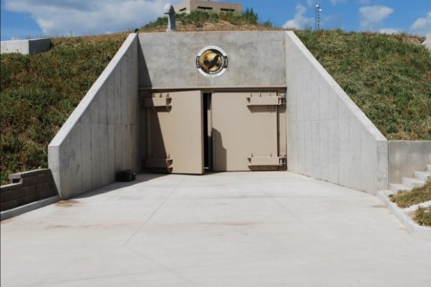 Многоквартирный дом-бункер для выживания (18 фото)